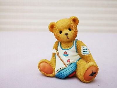 1993 Vintage Cherished Teddies-arthur-agosto Teddy Figurina-mostra Il Titolo Originale Modelli Alla Moda