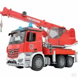 Camion de pompiers Bruder Mercedes Arcos avec grue et module audio, maquette à l'échelle 1:16
