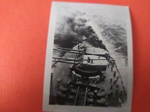 2-WK-Foto-Kriegsmarine-Torpedo-trifft-ein-Schiff
