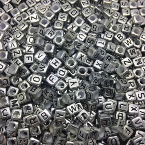 100PCS À faire soi-même 6X6mm 26 LETTRE ARGENT Alphabet//Lettre Acrylique Cube Perles Choisir