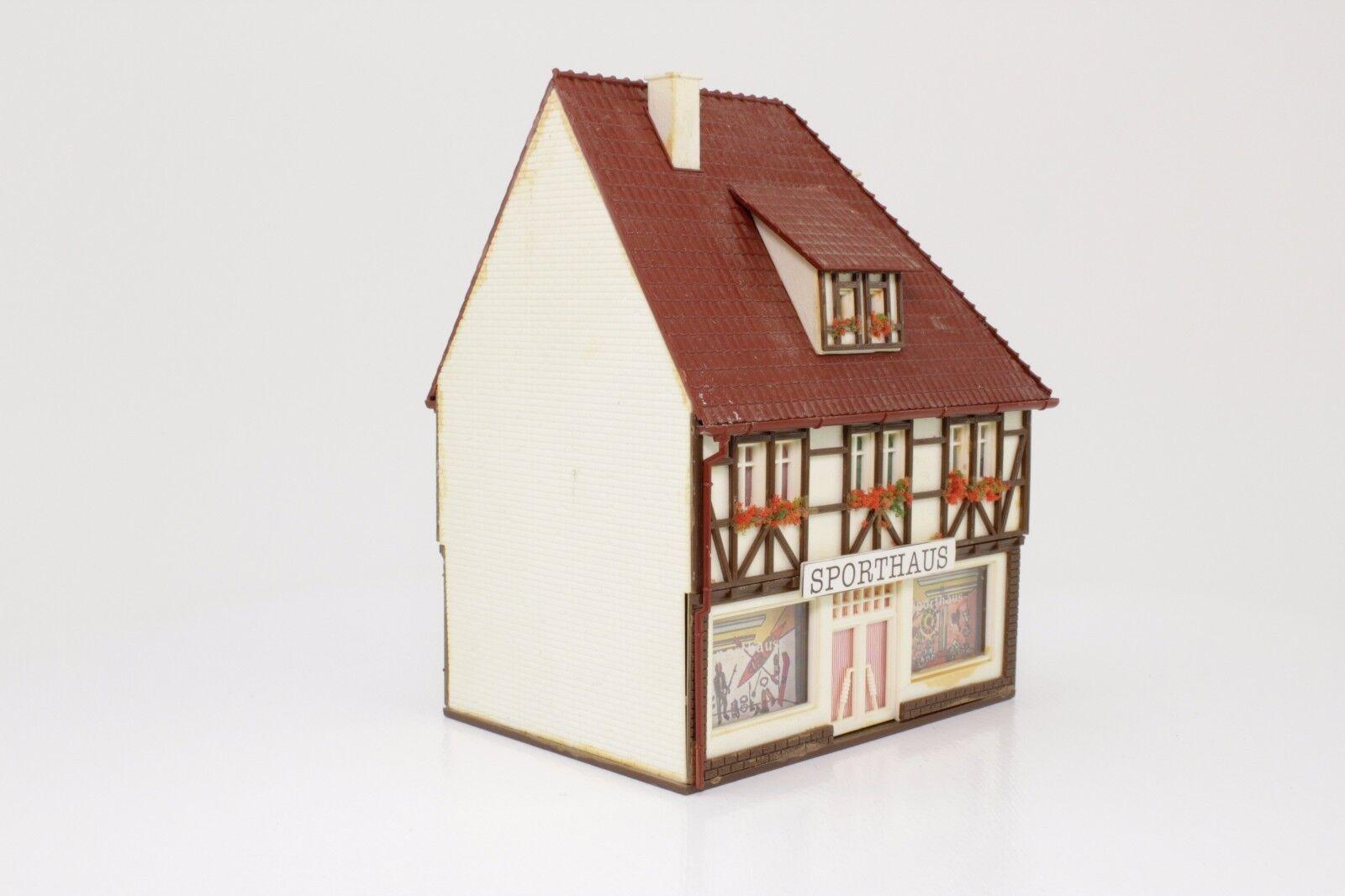 H0 Vollmer 54663 Sporthaus Sportshop Wohn- und und und Geschäftshaus fertig aufgebaut  | Online-Shop  4f3159