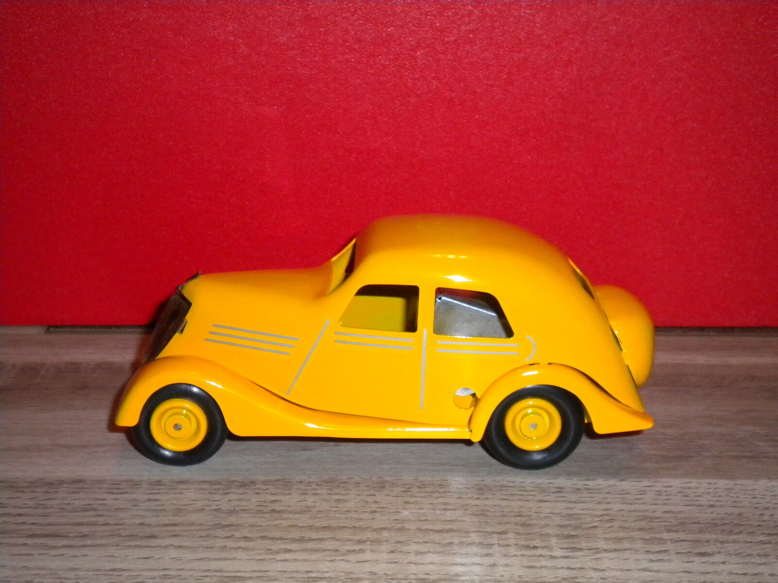 Renault primaquatre yellow has key ed limitee 1000 ex cij by norev new in box