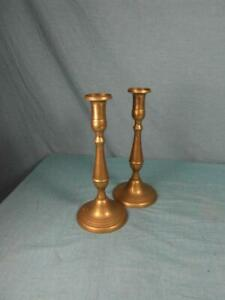 Paar-Kerzenleuchter-Kerzenstaender-Messing-Antik-Stil-Kerzenhalter-Patina-o10b3