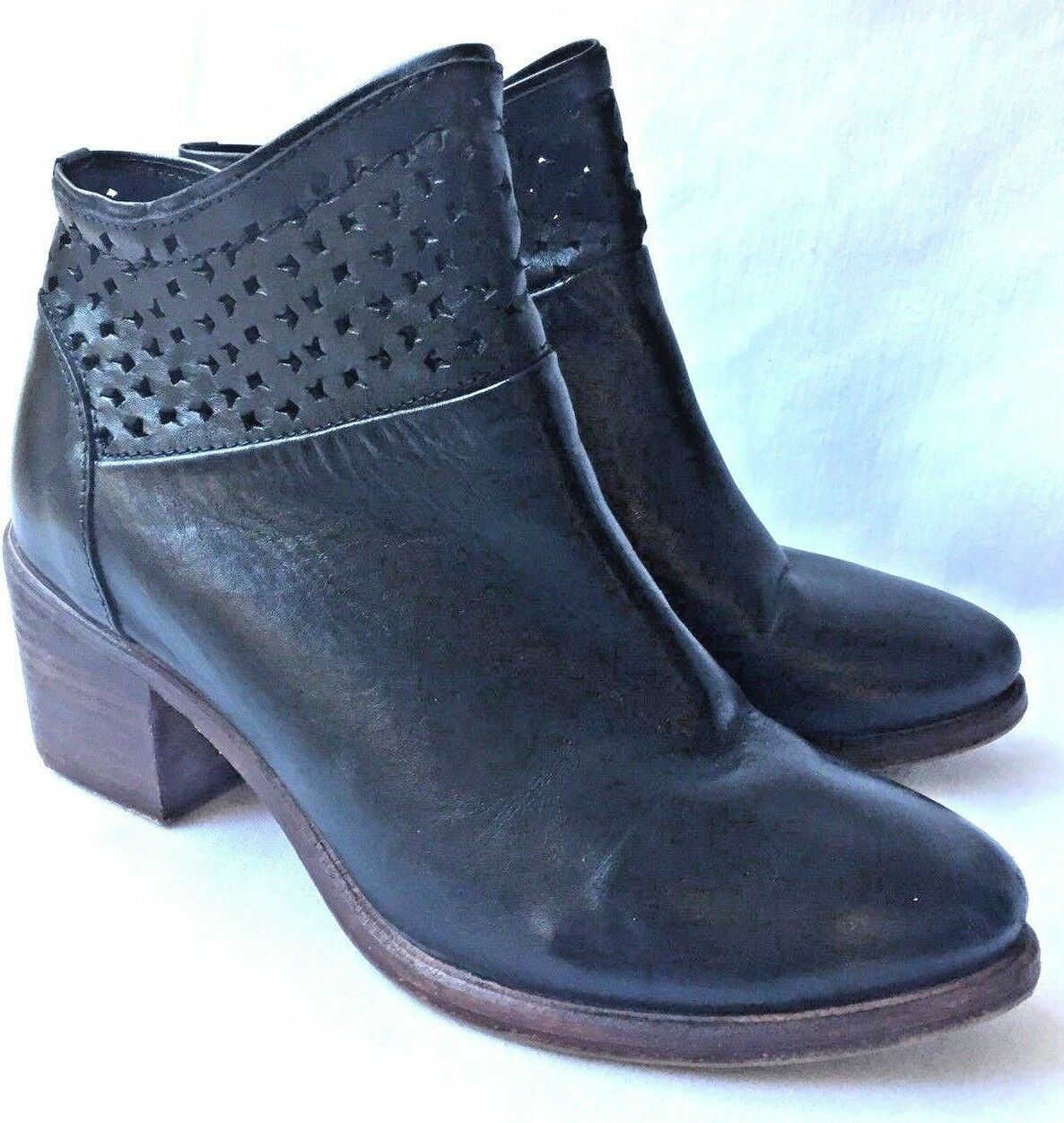 229 Kelsi Dagger Brooklyn Glenwood Ankle Boot Bootie Black Leather Perforated 8