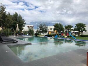 Casa en Zona Real con Recamara en Pb y estudio