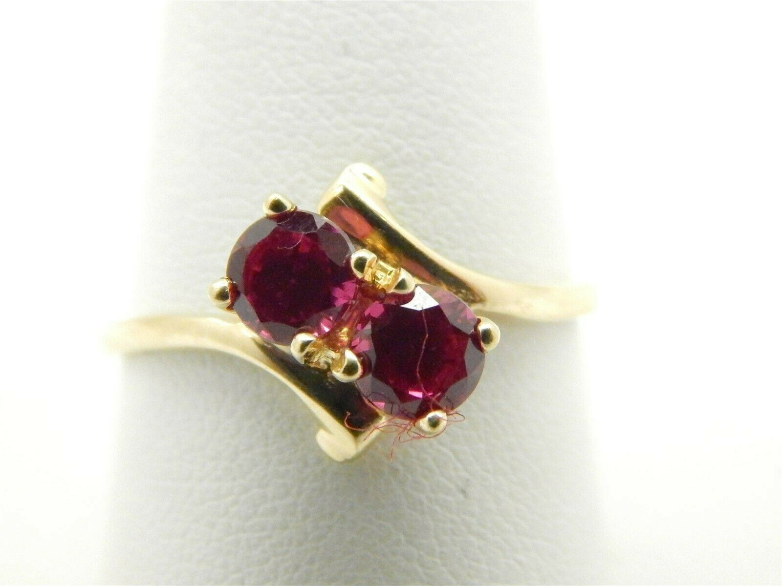 Beautiful 10K gold 1 TCW Synthetic Ruby Ring Size 9.75