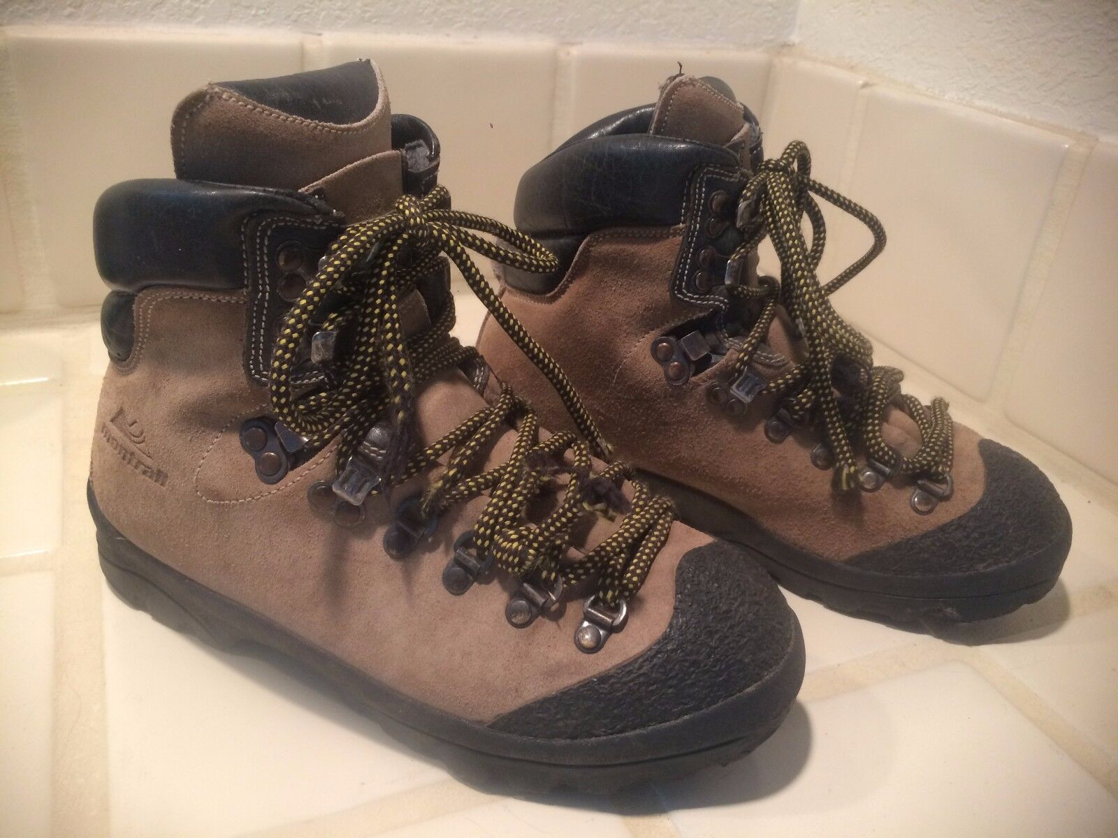 Vintage Women's Montrail Leather Hiking Boots Made in   Size 7.5  factory outlet online discount sale