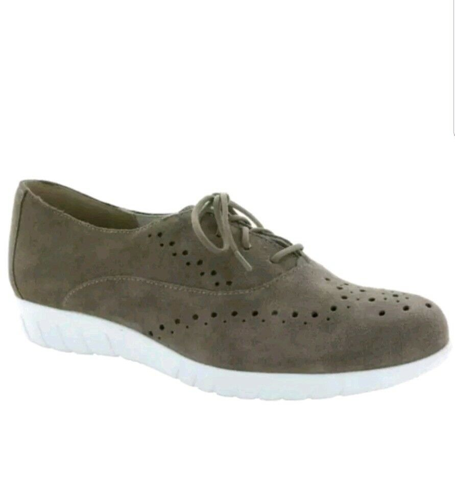 NIB  200 Munro 'Wellesley' Oxford Sneaker - Almond Suede - Size 10 M