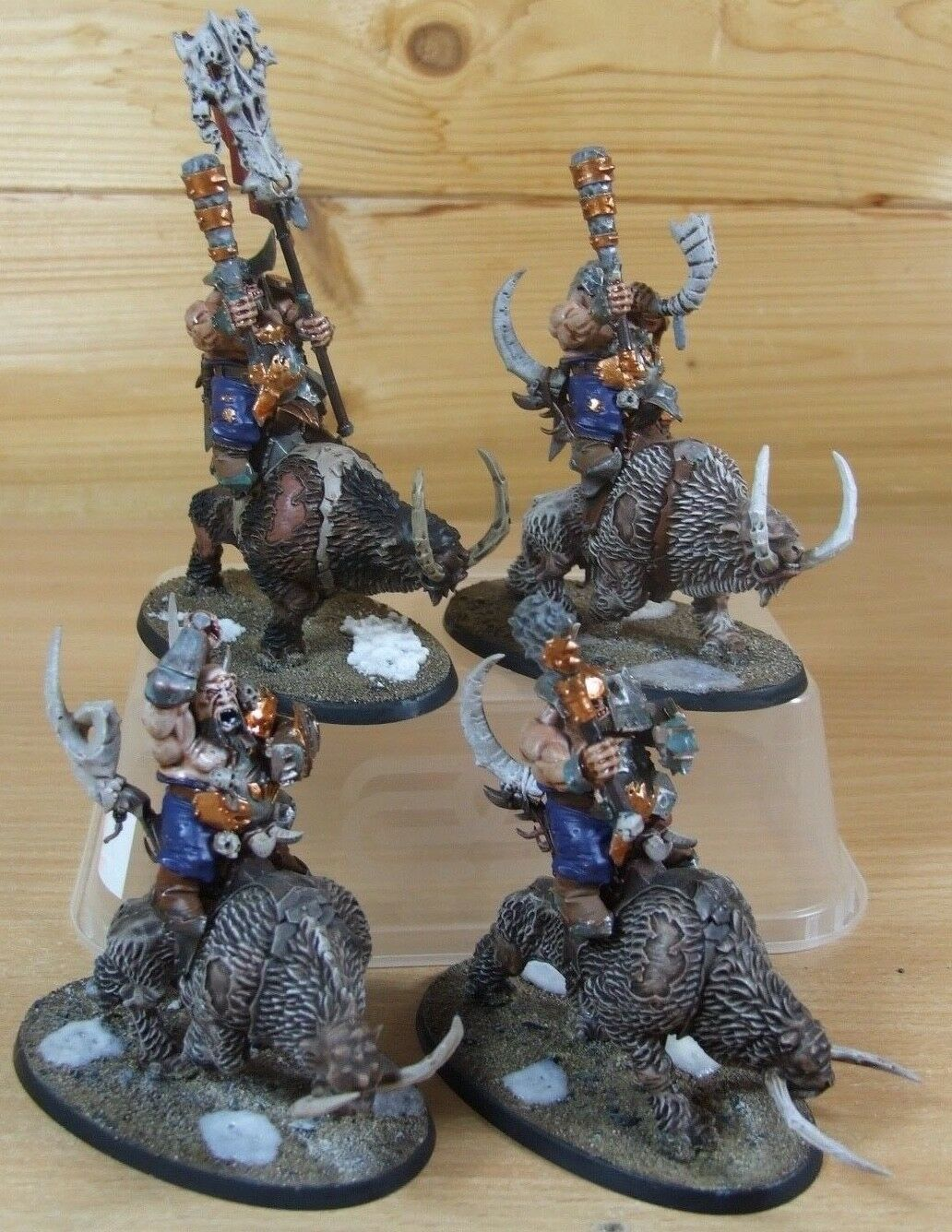 4 PLASTIC WARHAMMER BEASTCLAW RAIDERS MOURNFANG RAIDERS WELL PAINTED (L)