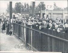1937 People Look For Mudslide Riverside Dr Elysian Park Los Angeles Press Photo