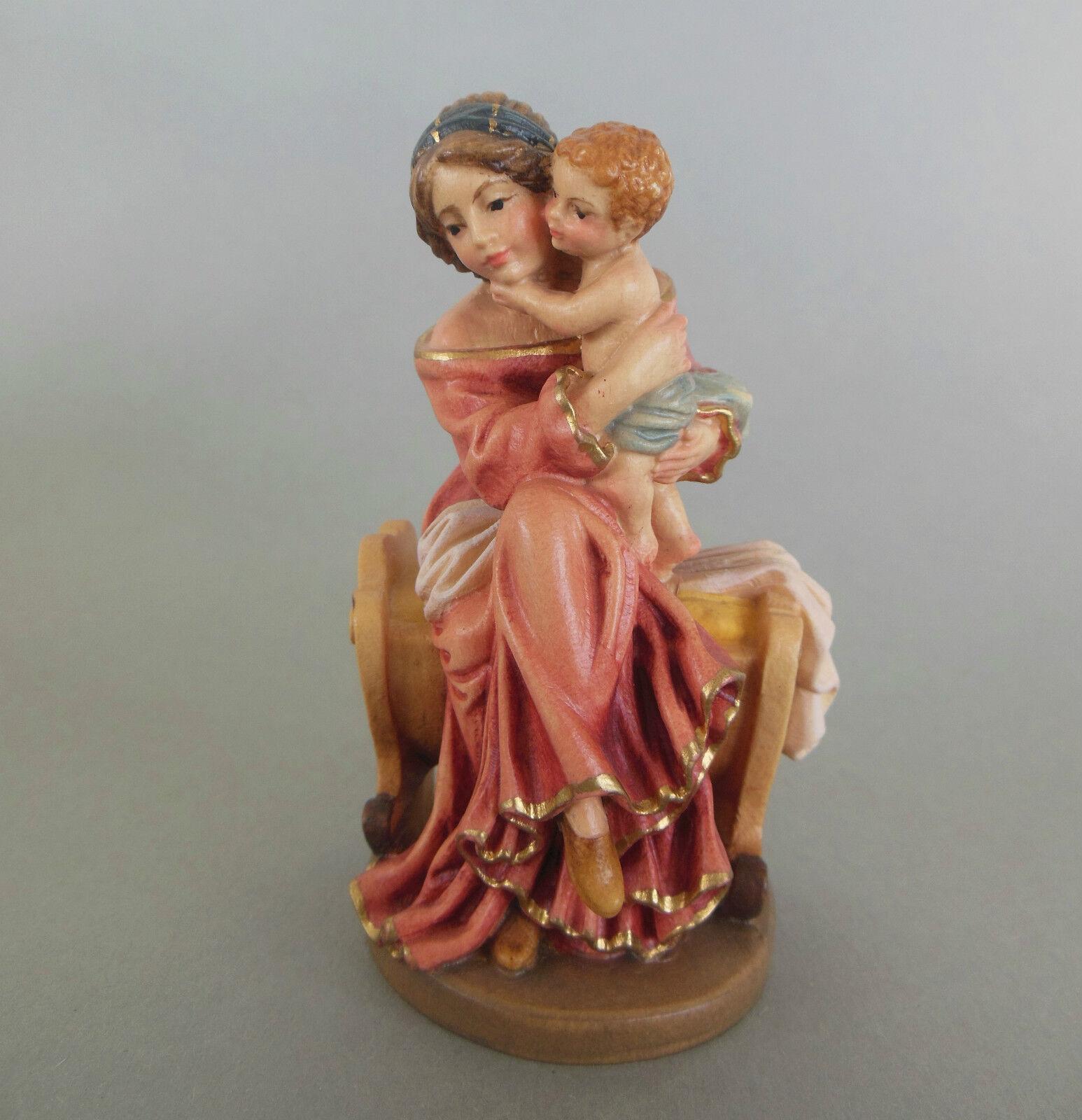 Mutter mit Kind auf Wiege sitzend, Mutterliebe, ca. 10 cm hoch, Holz bemalt