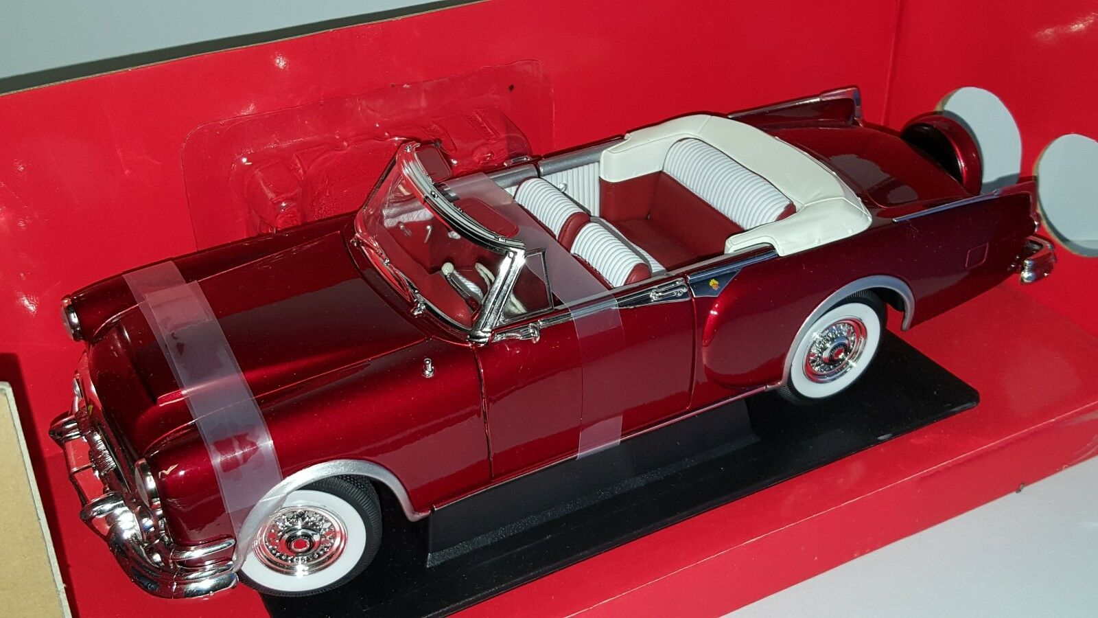 1 18 firma Road 1953 Packard Caribbean Converdeible Caramelo rosso GD