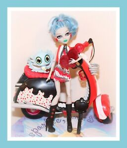 Monster-High-Ghoulia-Yelps-Doll-SCOOTER-Motorcycle-Pet-Exclusive-Set