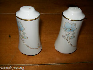 Noritake-Blue-and-Gold-7703-Salt-and-Pepper-shakers-Vintage-retro-Mid-Century