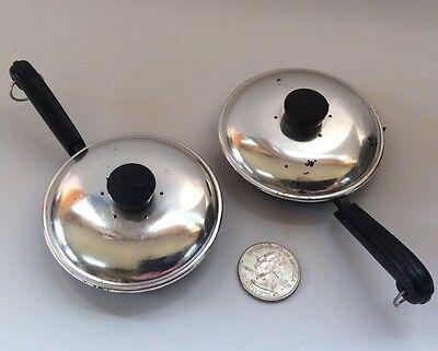 Salt & Pepper Skillet Frying Pan Shaker Set Aluminum Plastic Pat Pending Vintage
