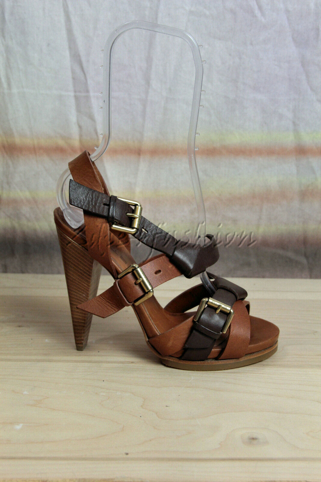 buona reputazione New in Box ETRO Marrone Marrone Marrone Leather Gladiator Metal Buckles Sandals Heels scarpe 38 8  grande sconto