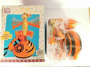 Disney-Winnie-The-Pooh-Tigger-Animated-Talking-Phone-Brand-New-Open-Box