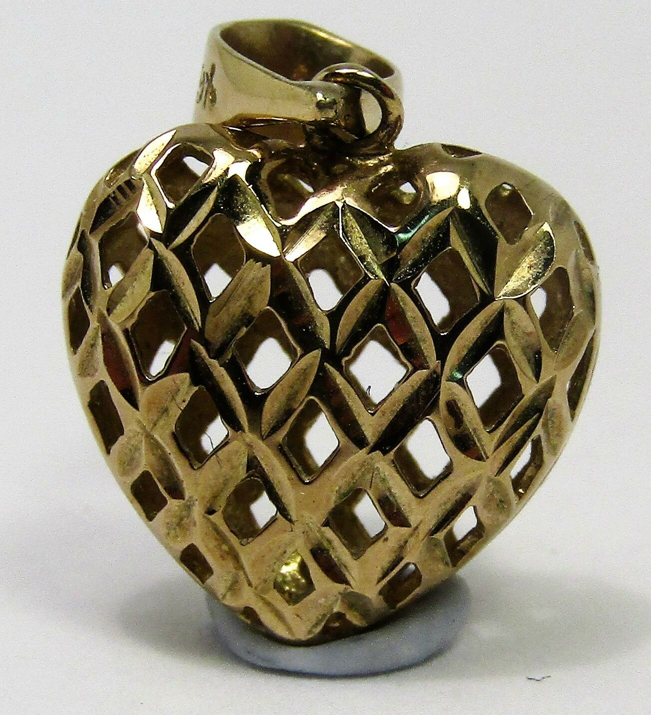 100% Genuine Vintage 9k Solid Yellow gold Hollow Mesh Heart Pendant