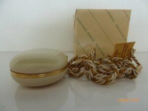 Mystere-de-Rochas-Creme-Parfum-5-g-im-perlmuttfarbenen-Anhaenger-mit-Kordel-rar