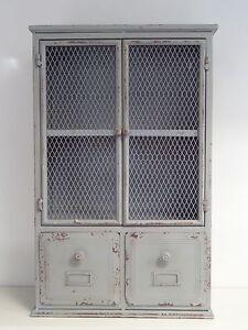 armoire en fer de style meuble de m tier industriel. Black Bedroom Furniture Sets. Home Design Ideas