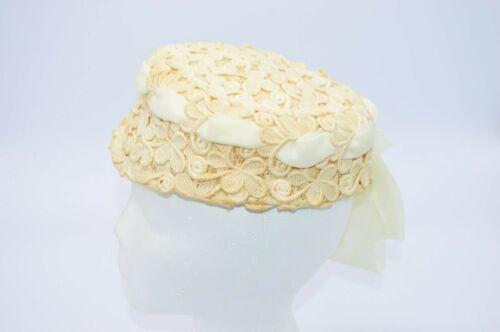 1950s Beige Embroidered Crocheted Fascinator Lady'