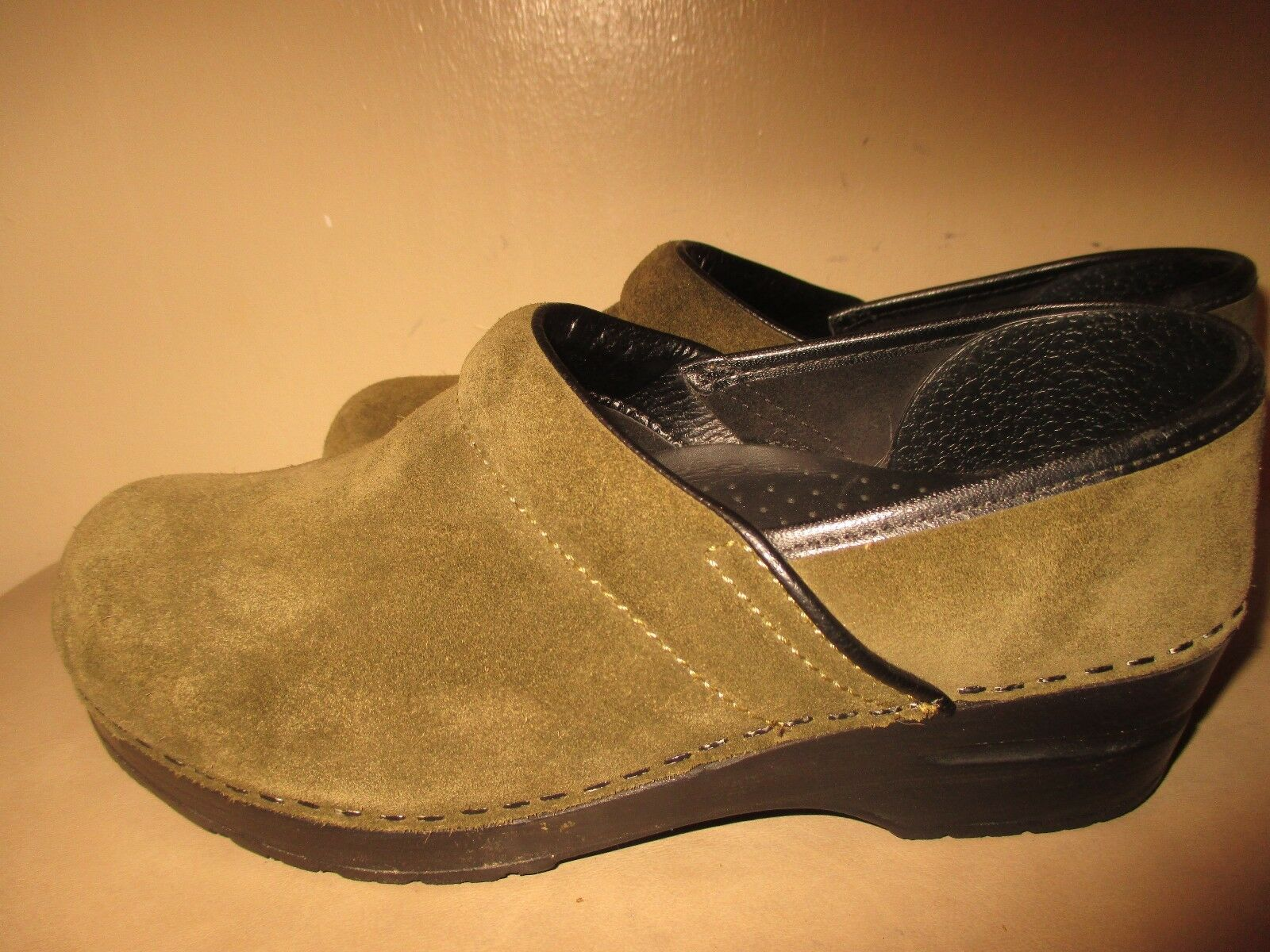 DANSKO EUR 36 US 5.5-6 M  Green Suede Leather Stapled Professional Clogs shoes