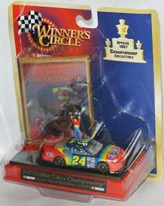 CHAMPIONCHIP-WIN-1997-24-NASCAR-1997-DUPONT-Jeff-Gordon-1-64-Display