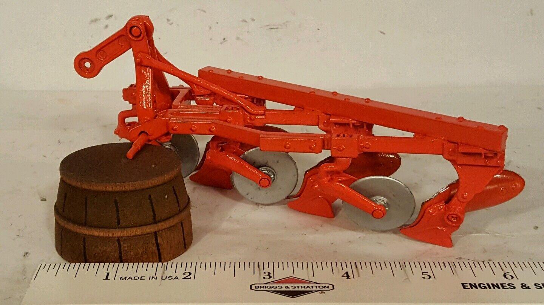 Ertl Allis Chalmers adaptó el arado 1   16 a la colección de reproducción de herramientas agrícolas de fundición.