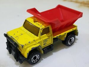 Matchbox-Highway-Maintenance-Truck-International-Airport-Authority-Sanding-Truck