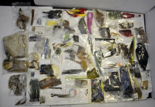 Angelsport-Fliegen-Bindematerialien Huge Lot 100 Fly Tying Fishing Materials