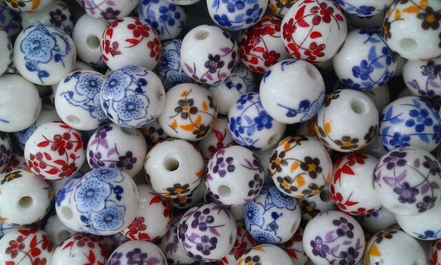 Berties Beads porcelain ceramic flower packet of beads round 12mm Mixed white