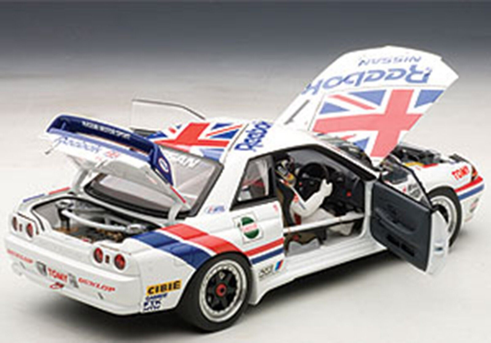 Autoart 1990 Nissan Skyline GT-R R32 Group A 1990 Reebok w Driver 1 18 In Stk