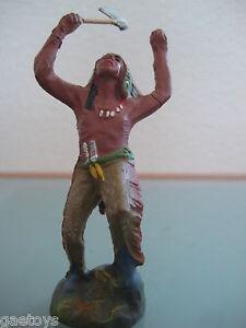 INDIEN-ancien-en-composition-ELASTOLIN-dansant-avec-tomahawk-annees-50