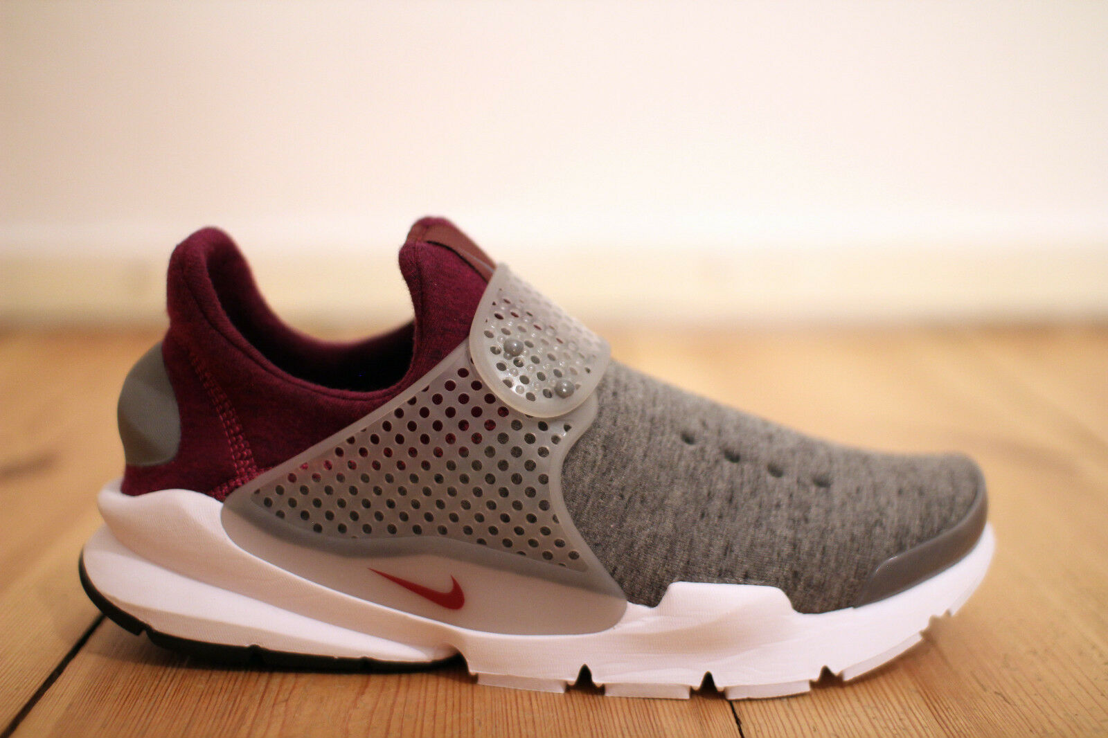 Nike Sock Dart Tech Fleece Gr. 42,5 NEU & OVP