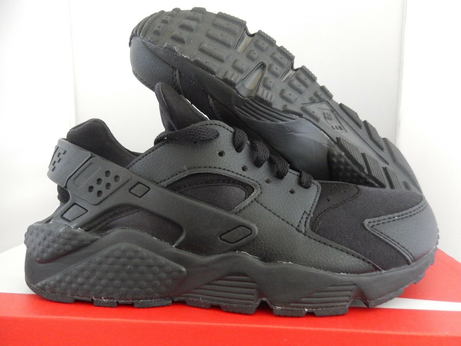 MEN'S NIKE HUARACHE ID BLACK-WHITE SZ 6.5-WOMENS SZ 8 [777330-996]