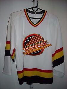 VINTAGE 90S VANCOUVER CANUCKS FLYING SKATE CCM NHL HOCKEY JERSEY S ... 37c8710af