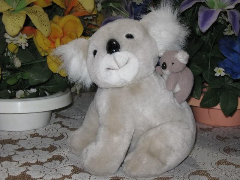 Family Shop Holland Koala Mom w Baby Bear on back