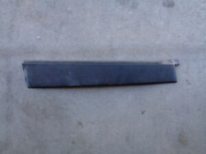 2004 HONDA PILOT REAR DOOR EXTERIOR PILLAR TRIM MOLDING GARNISH DRIVER SIDE OEM