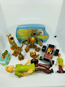Lot-Of-Scooby-Doo-Toys-And-Mystery-Machine-Tin