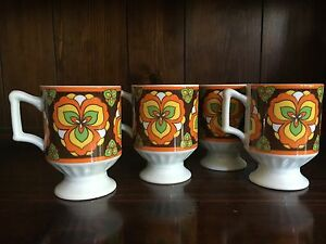 4-Retro-Vintage-MOD-Flowers-1970s-Footed-Cup-Mugs-Hippie-Green-Orange-Yellow