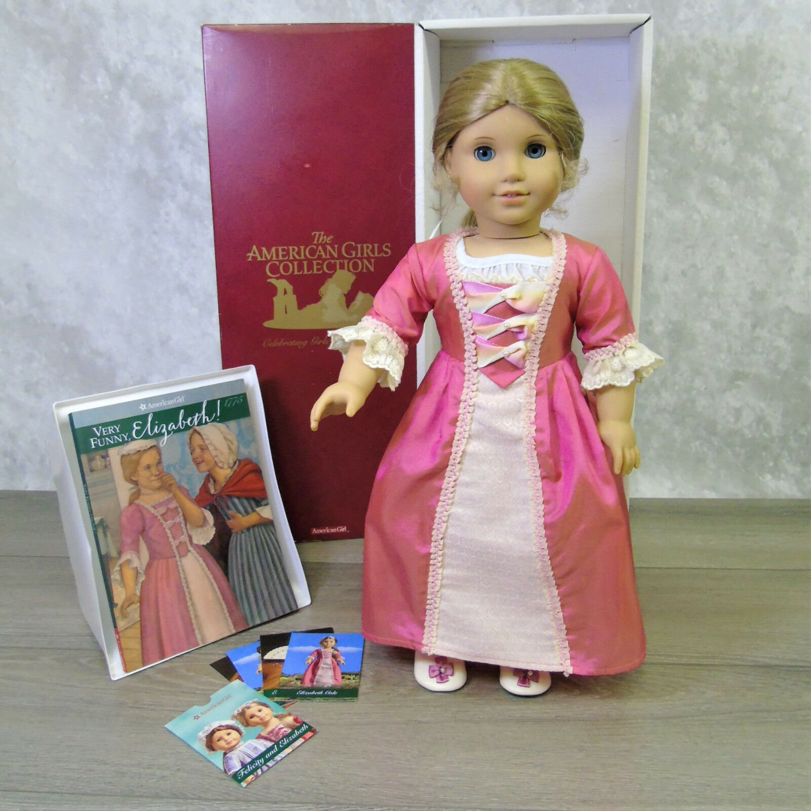 American Girl 18   Elizabeth Puppe mit Meet Outfit + Ohrringe Buch Karten Ag