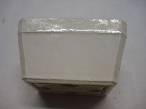 socle prise de courant femelle en porcelaine triprise Legrand réf AH27