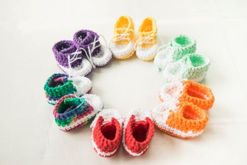 infant newborn baby boy girl twins knitted crochet booties sneakers 0-6 months