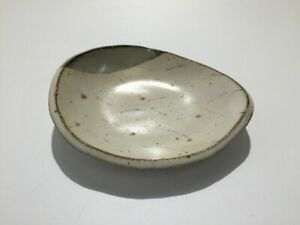 Japanese-Pottery-Dish-Plate-Vtg-Signed-Maruo-Ware-White-Teardrop-Type-o418