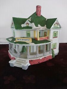 """1993 Lemax Porcelain Lighted House """"Bed And Breakfast"""" Christmas Village"""
