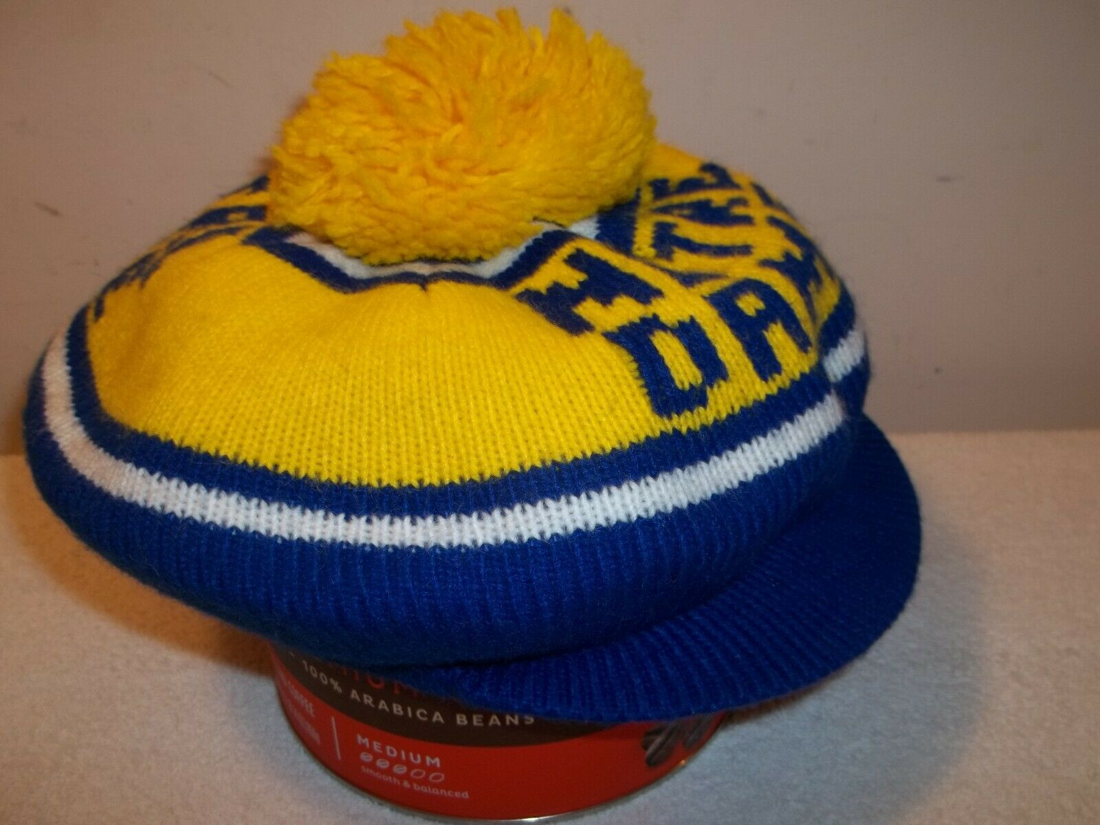 Vtg NCAA NOTRE DAME WINTER NEWSBOY CABBIE POM POM HAT Blue & Yellow