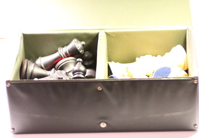 VINTAGE CARLTON (STANTON) CHESS PIECES  PLASTIC SET COMPLETE  WITH BOX  (118mm)