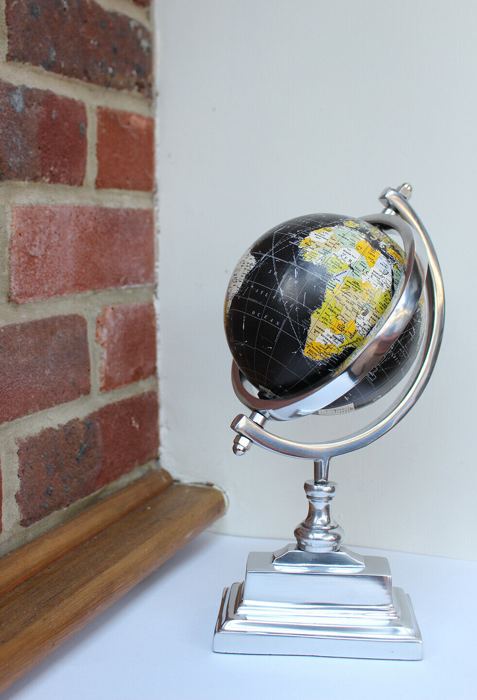 Free standing decorative 14cm diameter globe on metal stand