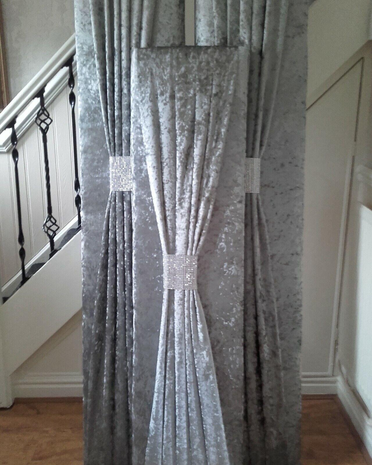 En Caja de ventana la cenefa acolchado en plataL gris Terciopelo Con Marco 6ft x2