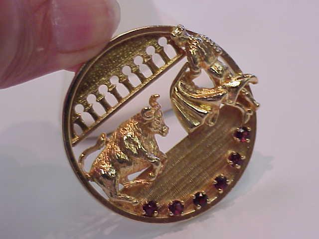 VINTAGE 14K SOLID gold GARNET BULL FIGHTER & BULL 3-D  41 MM  PENDANT